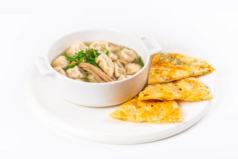 Суп по-монгольски с говядиной и пельменями