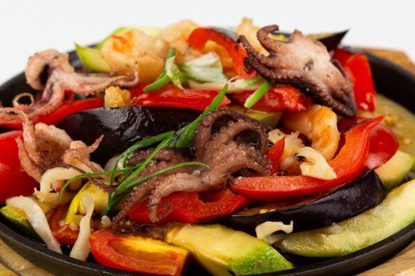 Морепродукты с овощами